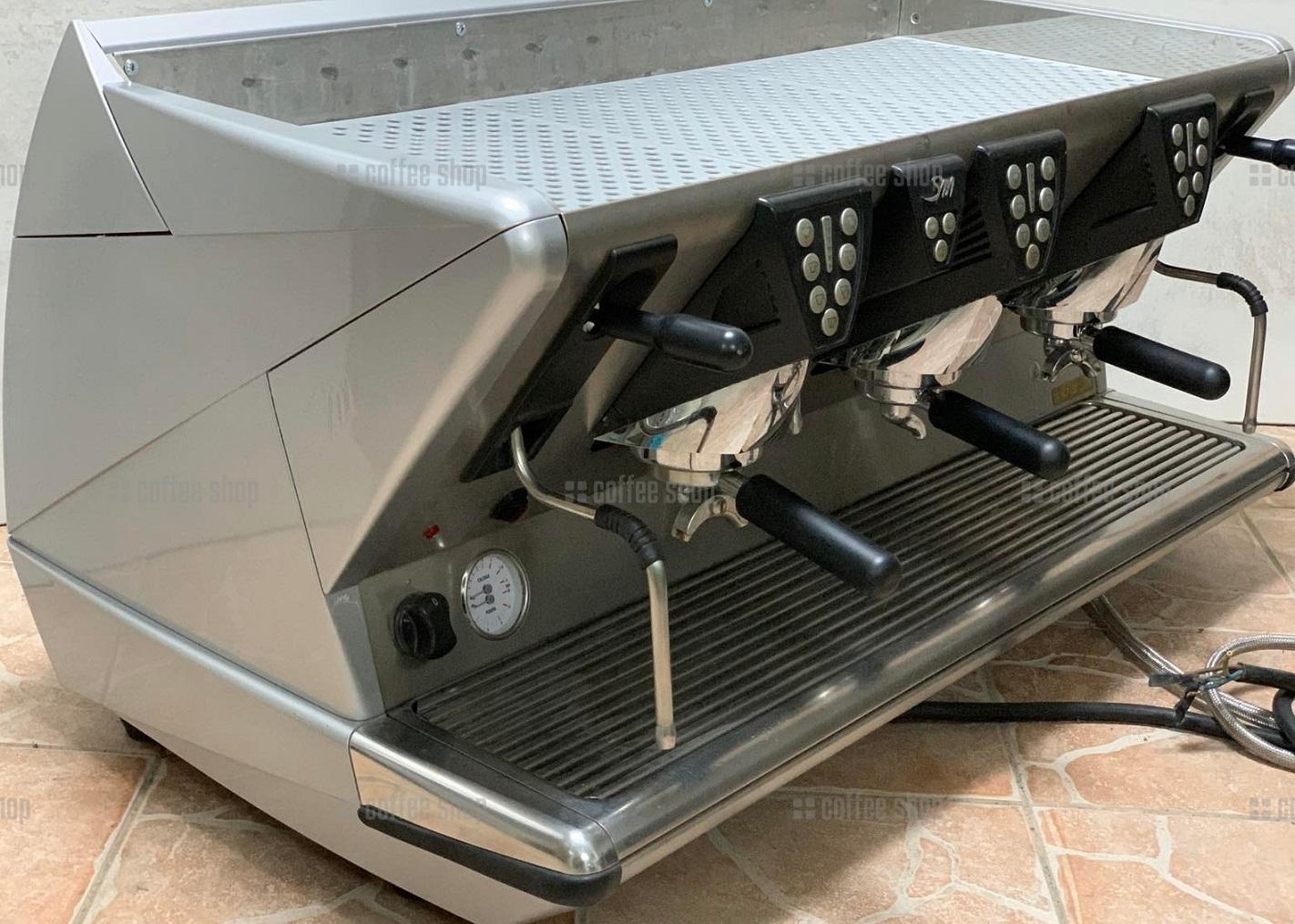 16384 | Кофемашина профессиональная La San Marco 100E 3GR б/у | Coffee Shop